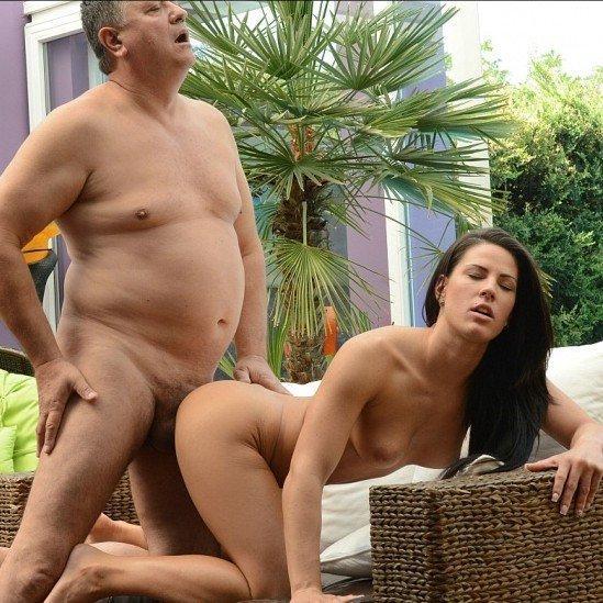 Athina, a szexi nyaralószomszéd