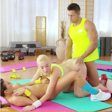 Daisy és Vanessa - szex az edzőnkkel